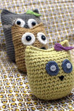 Crochet Owls. Original pattern here: http://translate.googleusercontent.com/translate_c?depth=1&hl=en&rurl=translate.google.com&tl=en&u=http://www.ravelry.com/patterns/library/owls-two-ways-crochet&usg=ALkJrhic47Q6gRTcUcBmOkwp4_nGl74WHQ.   ☀CQ #crochet #crafts #how-to #DIY. Thanks so much for sharing! ¯\_(ツ)_/¯
