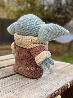Ravelry: The Child Baby Yoda Amigurumi pattern by Allison Hoffman Crochet Doll Pattern, Crochet Yarn, Crochet Toys, Crochet Stitches, Free Crochet, Crochet Patterns, Crochet Skull, Crochet Animals, Crochet Ideas