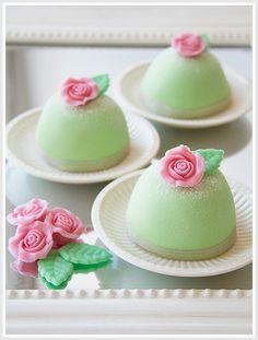 Gorgeous Mini Cakes Recipe #cakes http://pinterest.com/ahaishopping/