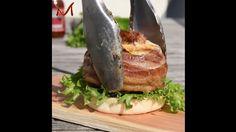 Hambúrguer com muito queijo e muito, muito bacon