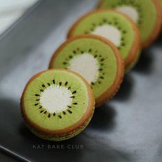 Kiwi fruite Macarons   #kiwi #kiwifruit #macaron #characters #katbakeclub #fruits #fruitmacaron#kiwimacaron #eat #yummy