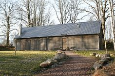 Arvesund Living – house construction company in collaboration with established architects. Farm Shed, Sweden House, Retreat House, Manor Farm, Pole Barn Homes, Beach Shack, New Home Designs, Black House, House In The Woods