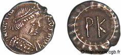 Justinien 1°, buste diadémé et drapé avec la trabea. Argent, 120 noummia 552-565 Ravenne- IVOIRE BARBERINI. 3) IDENTIFICATION DE L'EMPEREUR. 3.2 HYPOTHESE JUSTINIEN, 12: L'avers représente un buste de Justinien nimbé, en général, armé d'une lance, vêtu d'une cuirasse et coiffé d'un diadème et de la toupha, avec la légende Dominuns Noster Lustiniianus Perpetuus Augustus (N.S Justinien Auguste Perpetuel).