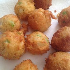 I like mine with honey butter dip stick butter mixed with 2 T honey). This is a simple, no-fuss recipe for savory cornmeal fritters. Eggs are combined with sugar, onion, self-rising flour and cornmeal, and then deep-fried. Appetizer Recipes, Appetizers, Seafood Recipes, Cajun Recipes, Easy Recipes, Self Rising Flour, Best Side Dishes, Fish And Seafood, Hush Hush