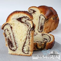 Traditional cake for Easter Romanian Food, Traditional Cakes, Bread Rolls, Beignets, Biscotti, Tiramisu, Sweet Tooth, Cupcake, Sweet Treats