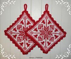 Ravelry: Bjelleklang pattern by Jorunn Jakobsen Pedersen Potholder Patterns, Crochet Potholders, Knitting Patterns Free, Free Knitting, Free Crochet, Crochet Stitch, Crochet Patterns, Free Pattern, Knitted Washcloths