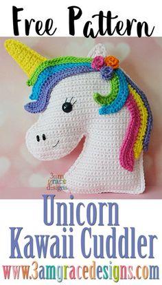 ¡Nuestro patrón de ganchillo de unicornio gratuito hace una almohada única o puede usarse como un amigurumi! Proporcionamos un video tutorial para la melena.