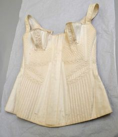 Cotton Corset from V&A Collection, l Victoria and Albert Museum Vintage Outfits, Vintage Fashion, Vintage Corset, Regency Dress, 19th Century Fashion, Period Outfit, Historical Clothing, Costume, Fashion History