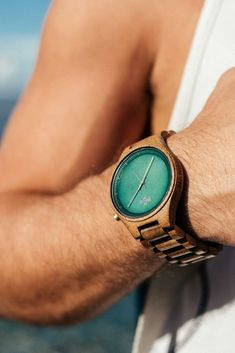 A handmade wooden watch that for you guys! Will become a very special companion of yours! Wooden Watch, Handmade Wooden, Vintage Looks, Natural Wood, Gifts For Him, Watches For Men, Rings For Men, Mens Fashion, Guys