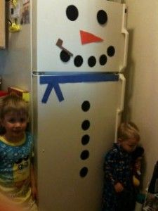 Turn your refrigerator into a snowman! fun craft idea for kids and fun Christmas decoration for your kitchen too :)