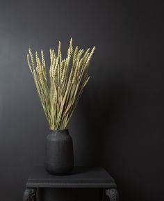 Flower Centerpieces, Flower Vases, Flower Decorations, Flower Arrangements, Black Vase, White Vases, Dried Flower Bouquet, Dried Flowers, Flower Wall Decor