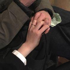 brush ur teeth you onion boy Couple Aesthetic, Aesthetic Boy, Cute Couples Goals, Couple Goals, Jm Barrie, Cigarette Aesthetic, Couple Holding Hands, Ulzzang Couple, Hold My Hand