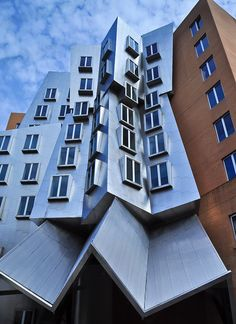 MIT building designed by Frank Gehry