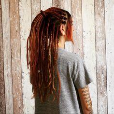 Lina a des cheveux ultra fins. Elle se bat depuis son enfance contre ses cheveux pour avoir du volume. Elle rêve, ainsi, d'avoir la possibilité de pouvoir se créer des coiffures reflétant son humeur et sa personnalité. Elle trouve mon site internet et mon blog et elle s'est complètement retrouvée dans l'histoire de Morgane. Convaincue qu'elle tenait là une piste pouvant lui résoudre son problème, elle décide de me contacter. #dreads #cheveuxfins #dreadlocks #solution #inspiration #cheveux… Dreadlocks, Site Internet, Solution, Ainsi, Hair Styles, Blog, Beauty, Hair Inspiration, Runway