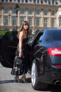 Impeccably dressed. Miroslava Duma and her black Rejane Mini outside the Paris Haute Couture shows. #Moynat