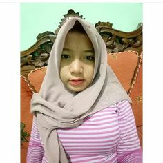 Hijab Prom Dress, Muslim Beauty, Indonesian Girls, Girl Hijab, Hijab Chic, Poker Online, Beautiful Hijab, Sweet Girls, Hijab Fashion