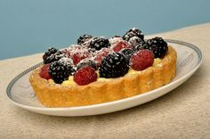 Mini tart pastry with Fruit and cream