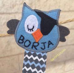 Por aquí asoma un pirata dormilón... Chupetero personalizado... 10€ Crochet Hats, Pirates