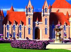 Princess Charm School, Barbie Images, Barbie Movies, Sims 4 Build, Barbie Princess, Barbie Dream House, Palace, Dreamhouse Barbie, Mansions