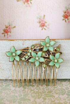 vintage green floral hair comb Beautiful!!!!