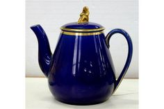 A WEDGWOOD BRIGHT BLUE GLAZED EARTHENWARE TEAPOT AND COVER, WITH GILT WIDOW KNOP, 13CM H, IMPRESSed mark c.1890