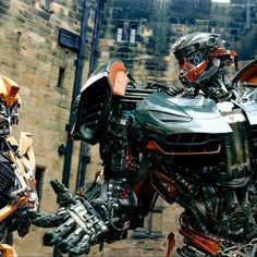 """Polubienia: 2,454, komentarze: 27 – Transformers (@transformersmedia) na Instagramie: """"I honestly prefer what they did with Hotrod in the movie, more than how he is in G1.☺"""""""