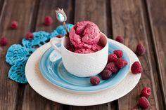 Малиновое мороженое... Icecream, Panna Cotta, Raspberry, Fruit, Ethnic Recipes, Food, Ice Cream, Dulce De Leche, Essen