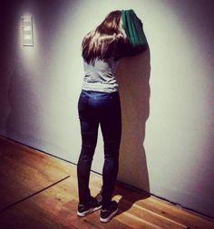 """#Latergram / Pourquoi elle boude la dame ? """"Caroline"""" de #DanielFirman (2014) #expo #sculpture #hyperréalisme #museobilbao #Bilbao #artcontemporain #BilbaoMuseum #museobellasartesbilbao"""