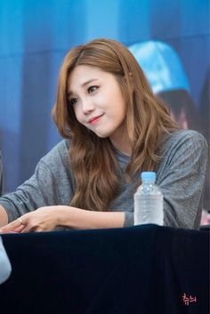 Apink EunJi.....in my opinion, this is her most beautiful fan signing photo. EunJi could melt a stone. I'd love to see someone like Disney sign her for a film project.