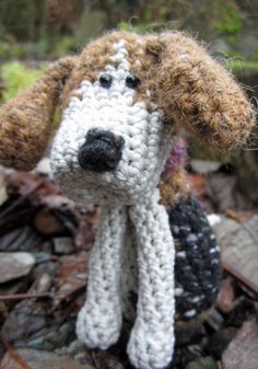 Scully is a lovely commission I've been working on for Deb. I'm really pleased with her; Scully and me have our paws/fingers crossed that Deb will like too!