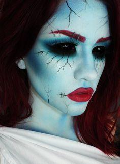 Maquillage Halloween Femmes - Halloween make-up Halloween Zombie, Halloween 2014, Halloween Makeup Looks, Halloween Cosplay, Raccoon Halloween, Halloween Contacts, Halloween Inspo, Halloween Dress, Halloween Season