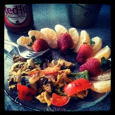 Clean eating, low carb! Saturday morning relief. Peppers, onions, mushrooms, egg whites, clementines, strawberries  #fitspo  #diet