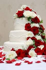 wedding cake red and white roses