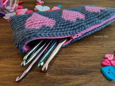 Tapestry Heart Pencil Case Crochet pattern by Sincerely Pam Cotton Crochet, Crochet Yarn, Crochet Hooks, Tunisian Crochet, Crochet Flower, Free Crochet, Christmas Knitting Patterns, Crochet Patterns, Bag Patterns