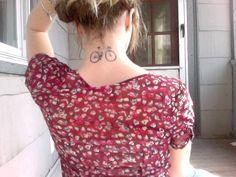 'A flor de piel': bajo esa categoría os mostramos, en Facebook, algunos de los mejores tatuajes ciclistas que desfilan ante nuestros ojos. Aquí tenéis 20... ¿Con cuál te quedas?