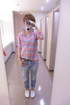 汗ばむくらいの陽気でした。  GAPのシャツとMACPEEのデニムを合わせて。