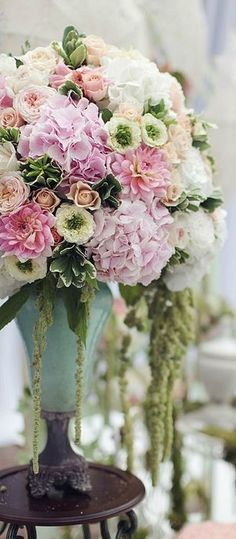 "voyagevisuelle: ""Beautiful floral table setting ~ VoyageVisuelle ✿⊱╮ """