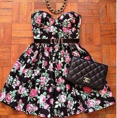 vestido floreado+collar+cartera=♥