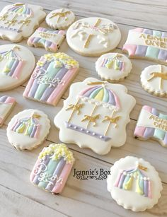 New cupcakes for kids carnival ideas Circus Cookies, Baby Cookies, Iced Cookies, Birthday Cookies, Royal Icing Cookies, Sugar Cookies, Carnival Baby Showers, Kids Carnival, Carnival Ideas