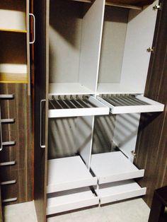 Pantaloneras extraibles Bedroom Closet Design, Modern Bedroom Design, Wardrobe Cabinets, Bedroom Organization, Closet Ideas, Wardrobes, Closets, Ceiling, Interior