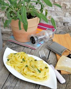 Waiting for the summer 🌻🍃🌱 Tagliatelle cu unt si salvie. Tagliatelle with sage and butter. Salvia, Bologna, Pasta Dishes, Pasta Recipes, Italian Recipes, Spaghetti, Easy Meals, Butter, Ethnic Recipes