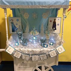 Frozen Theme Candy Cart Silver, Blue, White and snowflakes Sweet Carts, Candy Cart, Frozen Theme, Candy Buffet, Snowflakes, Birthday Ideas, Blue And White, Cake, Party