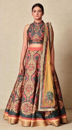 Diwali Special: So sehen Sie in einer Crop-Top-Rock-Kombination aus … Banarasi Lehenga, Lehenga Blouse, Sari, Indian Attire, Indian Wear, Indian Outfits, Ethnic Outfits, Diwali, Lehenga Style