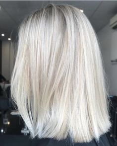 Golden Blonde Balayage for Straight Hair - Honey Blonde Hair Inspiration - The Trending Hairstyle Blonde Hair Looks, Icy Blonde, Platinum Blonde Hair, Blonde Highlights, Long Bob Blonde, Shades Of Blonde, Trending Haircuts, Dream Hair, Silver Hair