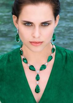 Massive, flawless Columbian emerald, diamonds, 18k gold, and platinum necklace and earrings by Graff