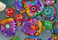These are glass, could do with Polymer. handmade glass beads of artist Michou Pascale Polymer Clay Beads, Lampwork Beads, Glass Jewelry, Glass Beads, Jewellery, Headpiece Jewelry, Mandala, Lampworking, Handmade Beads