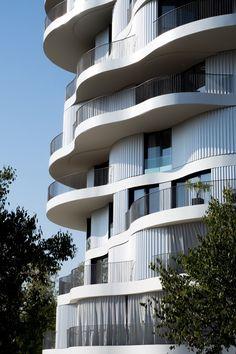 Folie Divine / Farshid Moussavi Architecture