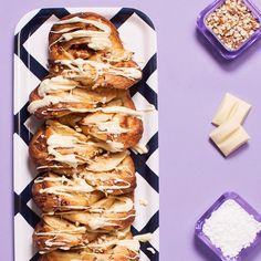 Kinuski-omenapitko on kinuskin ja omenan unelmaliitto, joka vie kielen mennessään. Kokeile myös suklainen versio Fazer Bake-it-Easy suklaatäytteisellä voitaikinarullalla.
