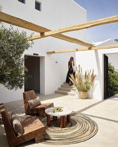 Trendy home exterior mediterranean patio Ideas Exterior Design, Interior And Exterior, House Paint Interior, Outdoor Spaces, Outdoor Living, Outdoor Lounge, Outdoor Chairs, Mediterranean Decor, Mediterranean House Exterior