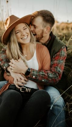 Country Couple Pictures, Cute Country Couples, Fall Couple Photos, Prom Pictures Couples, Photo Poses For Couples, Couple Picture Poses, Couple Photoshoot Poses, Engagement Photo Outfits, Couple Photography Poses